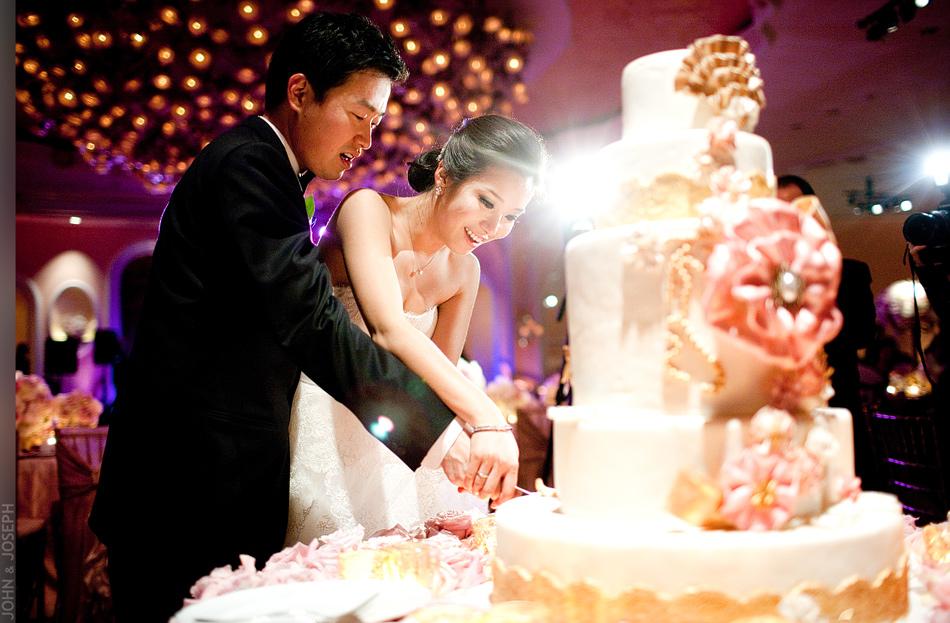 california-wedding-asian-bride-and-groom-cut-wedding-cake-onewed